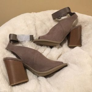 Qupid Day Off Taupe Suede Block Heel Sandals NEW